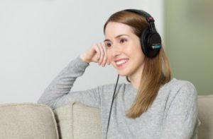 音読とシャドーイングどちらが効果的な勉強方法か?外大卒の僕が解説